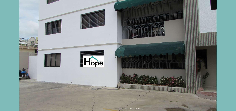 Apartamento Cerca J. P. Duarte 1er nivel con patio