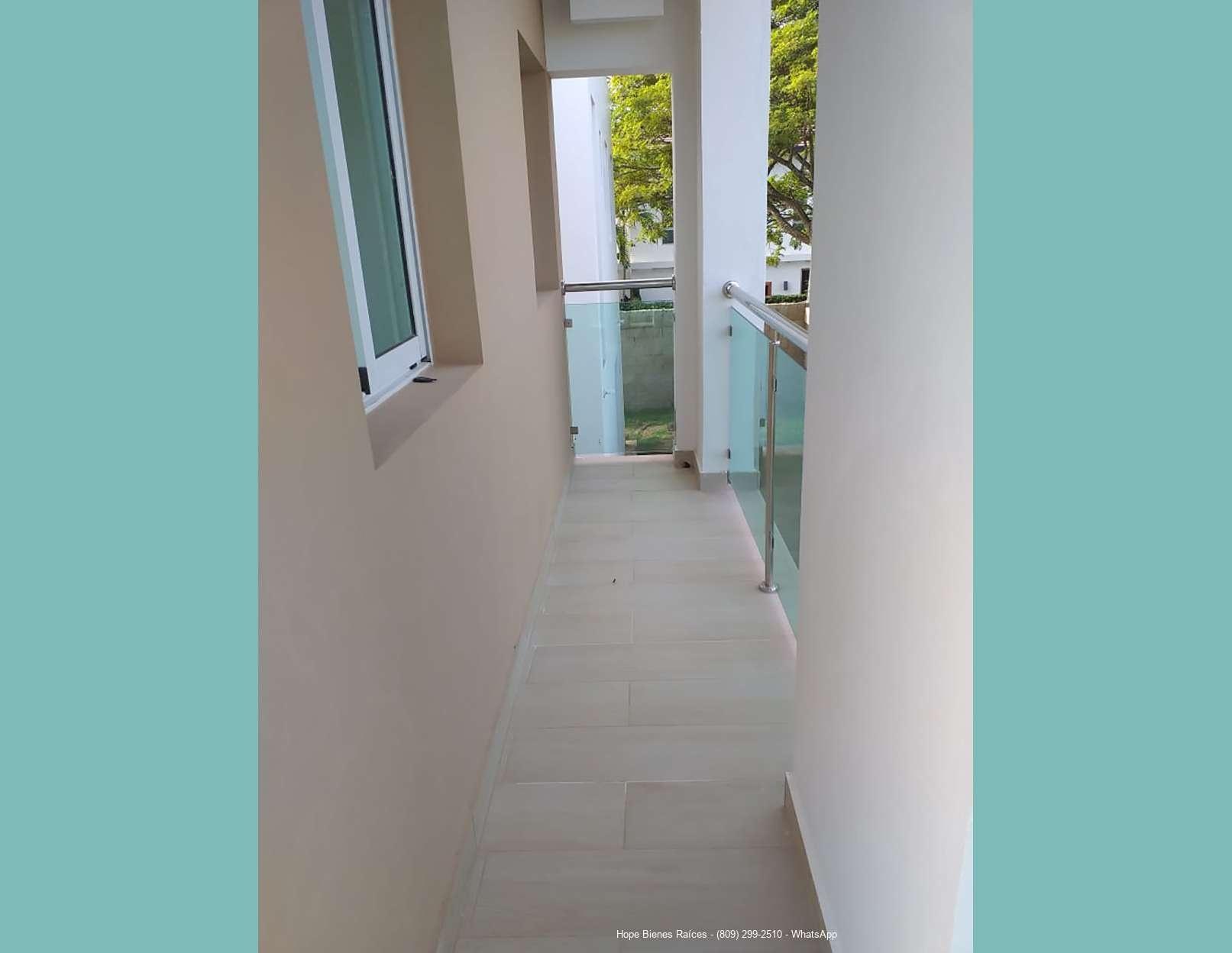12-Balcón lateral