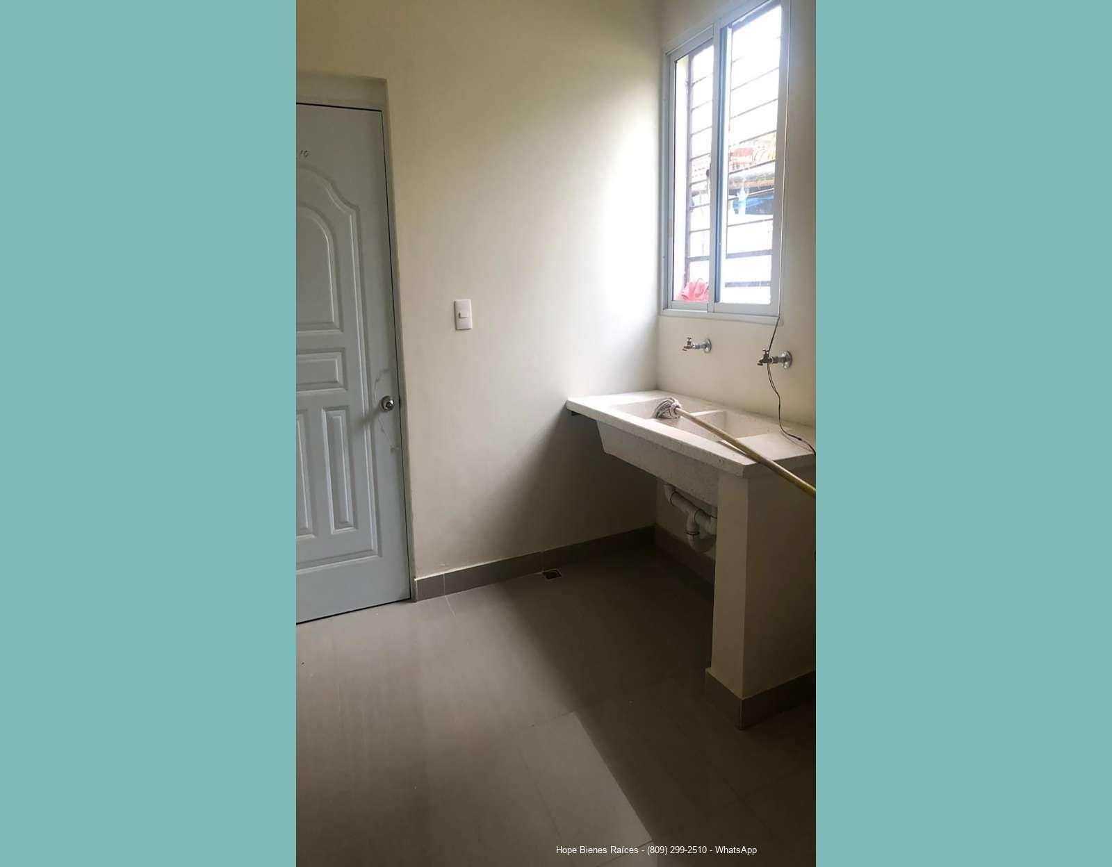 14-Área de lavado y puerta a cuarto servicio