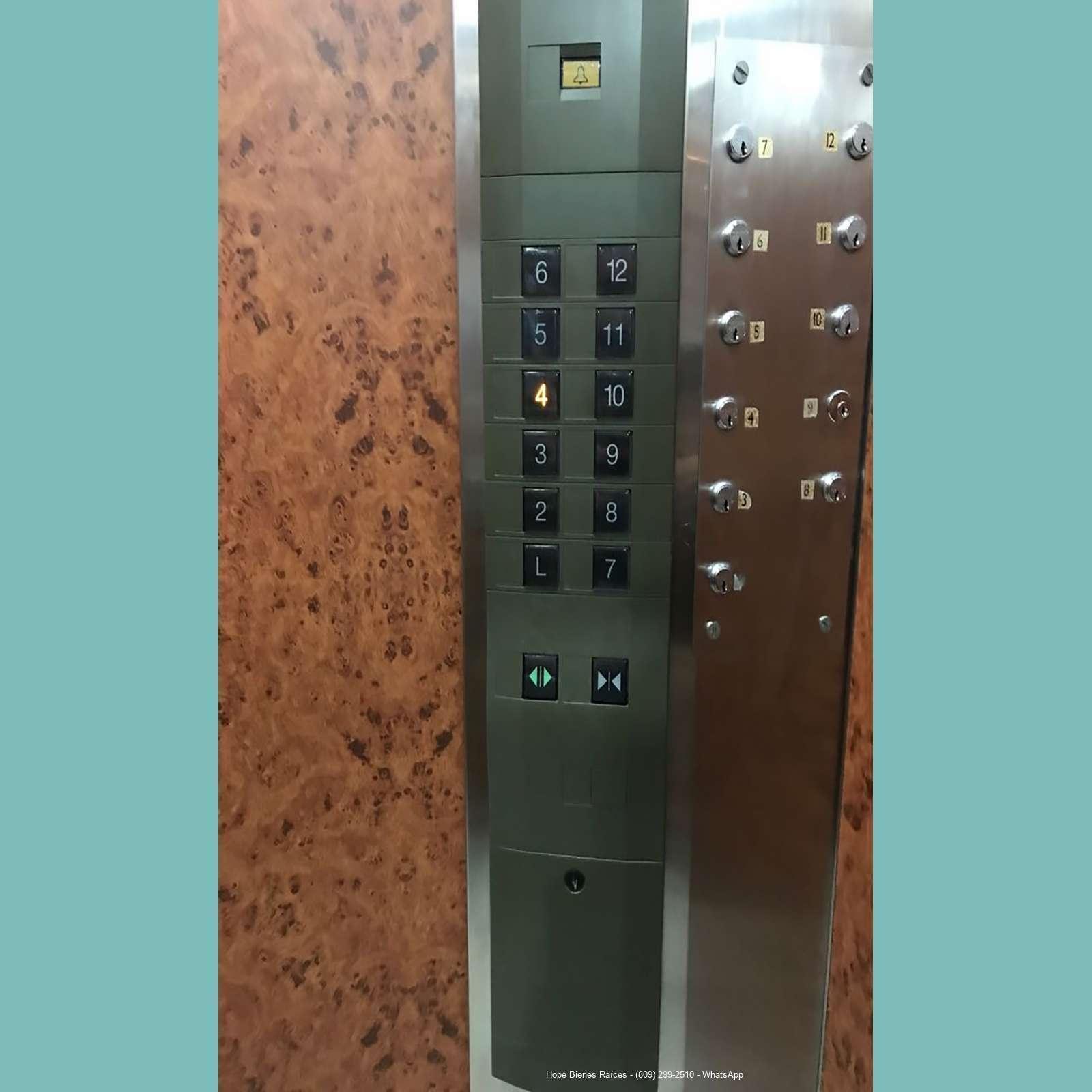 Dos ascensores privados