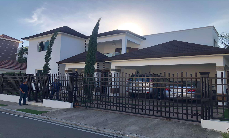 Vendo Residencia en Los Samanes con 500 m2 Solar