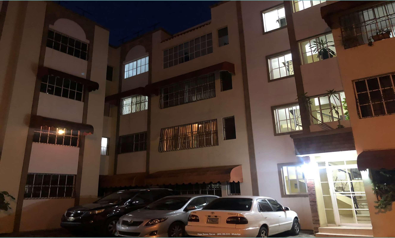 Vendo Apartamento 4to Nivel en Las Hortencias