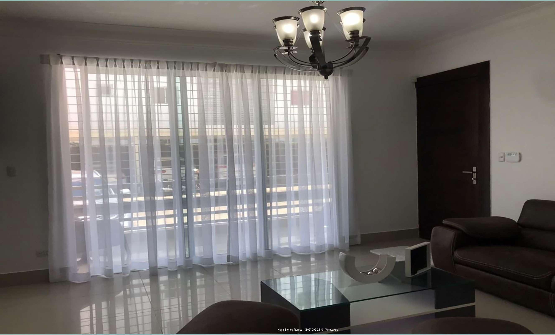 Sala y balcón
