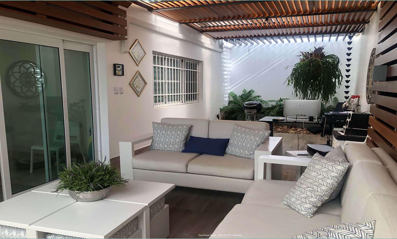 Patio con terraza techada