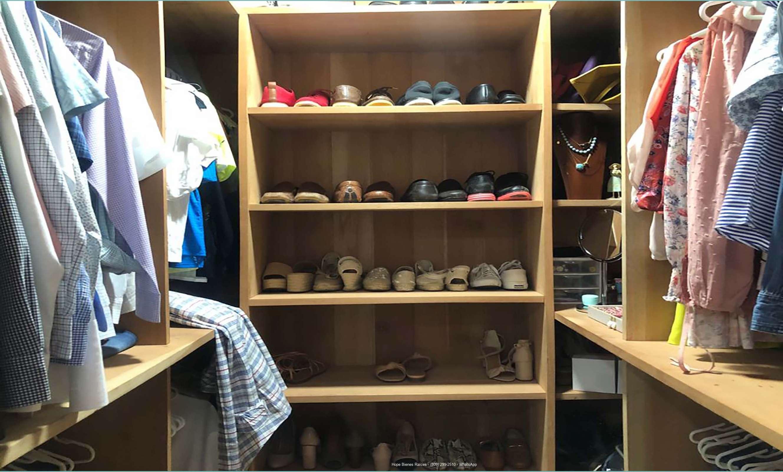 Walk-in closet forrado de cedro