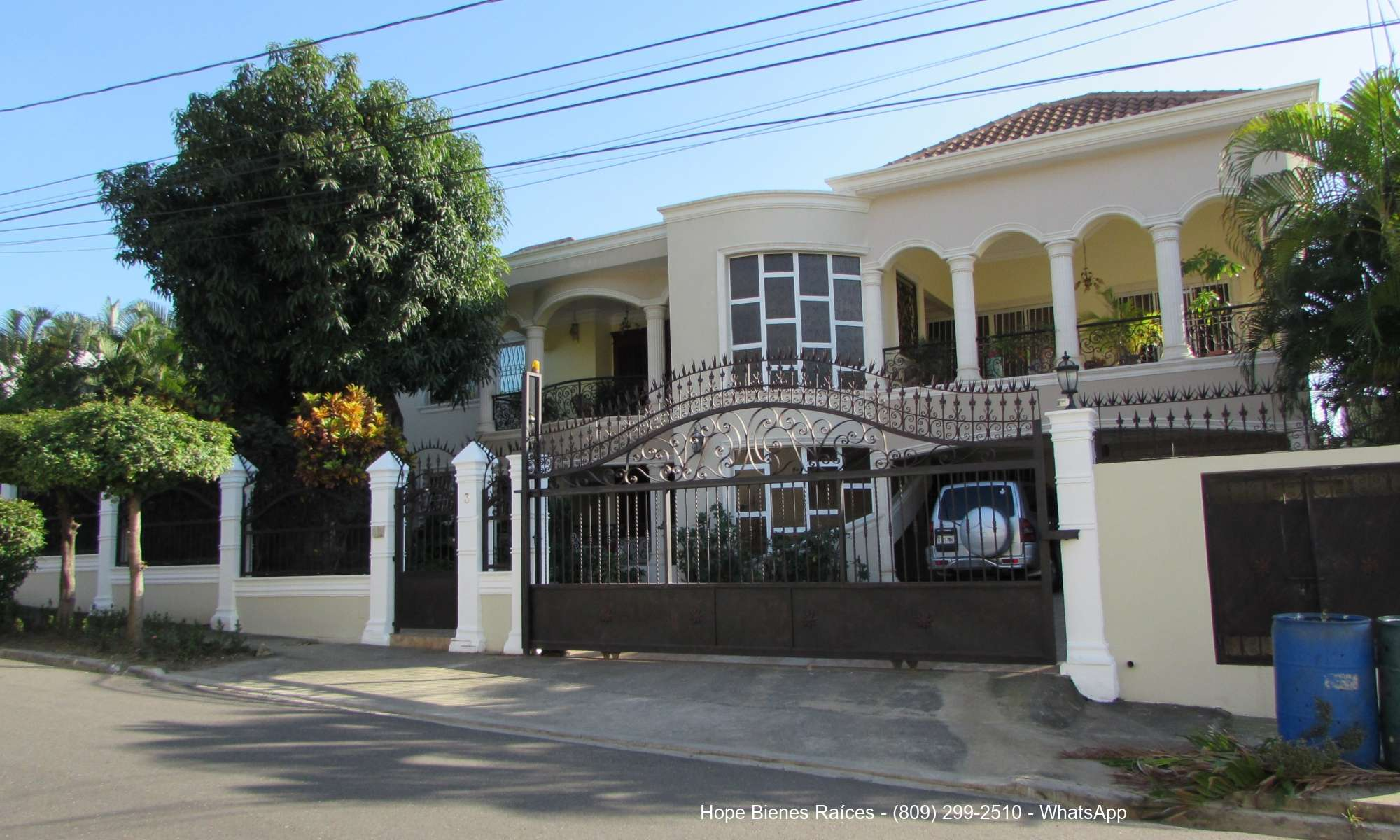 Suntuosa Residencia en Exclusivo Tavarez Oeste