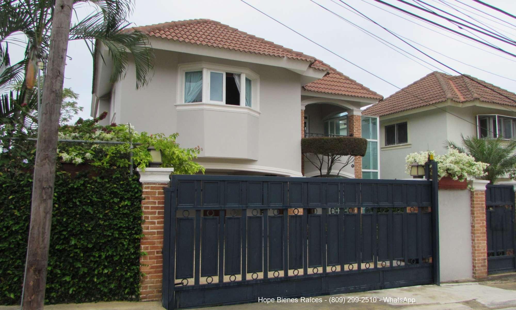 Preciosa casa cerca HOMS con 344m2